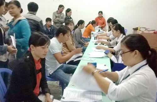 Sàn Giao dịch việc làm ngày càng đông sinh viên thất nghiệp tìm đến hỗ trợ