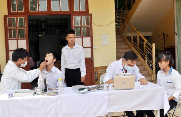 Bộ GD&ĐT ban hành khung vị trí việc làm của nhân viên y tế trường học