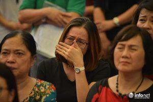 Nhiều giáo viên vẫn không cầm được nước mắt khi xem lại những thước phim tư liệu về thầy Văn Như Cương.