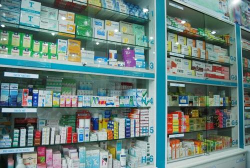 Sinh viên Cao đẳng Dược thực tập tại nhà thuốc