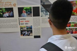 Tại buổi triển lãm, các thế hệ học sinh trường Lương Thế Vinh được nhìn lại hình ảnh của thầy Văn Như Cương và trường Lương Thế Vinh từ những ngày đầu mới thành lập.