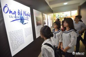 Bên cạnh đó là những bài báo, những chia sẻ của những người bạn đồng niên và các nhà báo cũng được trưng bày trong khu triển lãm.