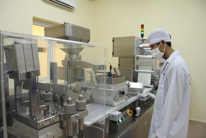 Sinh viên Cao đẳng Dược thực tập ở Cơ sở sản xuất dược phẩm