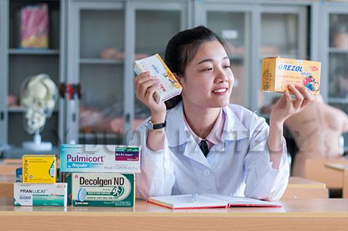 Muốn theo học ngành dược phải luôn chăm chỉ trau dồi kiến thức