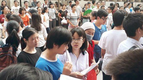 Sáng nay gần 930.000 thí sinh cả nước bắt đầu làm thủ tục dự thi THPT quốc gia