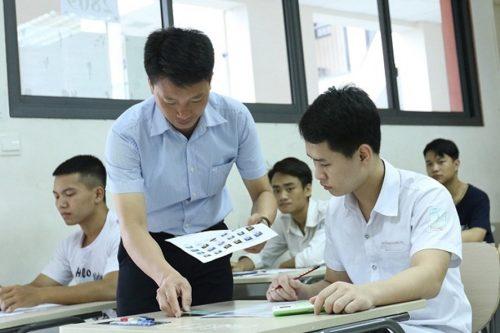 Bộ yêu cầu nhất quyết không được để tình trạng lọt đề thi ra ngoài như kỳ thi lớp 10 vừa qua