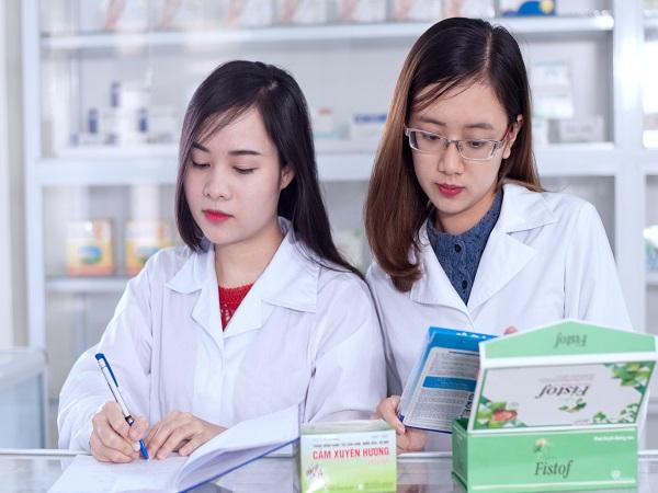 <center><em>Dược sĩ Cao đẳng muốn mở quầy thuốc cần có thời gian hành nghề bao lâu?</em></center>