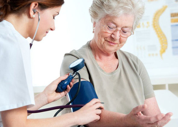 Huyết áp là căn bệnh phổ biến ở tuổi già